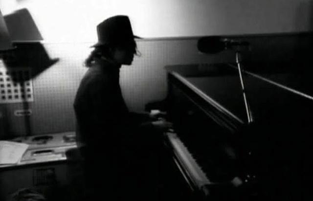 Майкл Джексон за роялем
